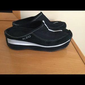 Aldo black leather / synthetic slip on clogs